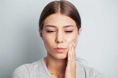最常見的牙齦炎是什麼?主要臨床表現有哪些?