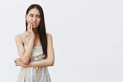 為什麽有的人全口義齒戴上非常好用,而有的人總是脫落、疼痛呢