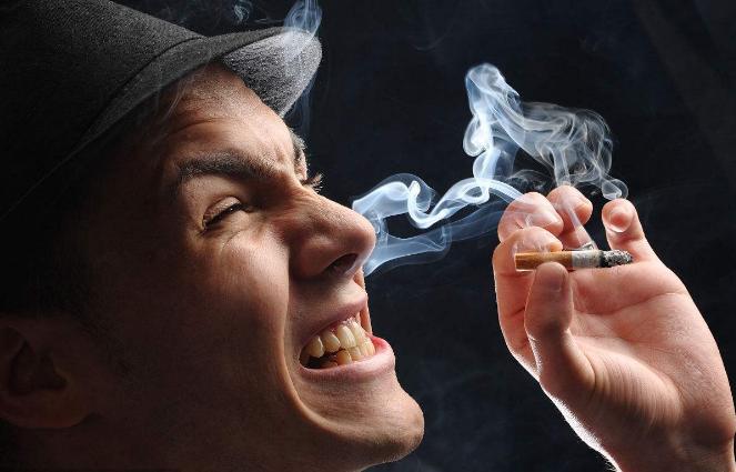 吸煙對牙周健康傷害